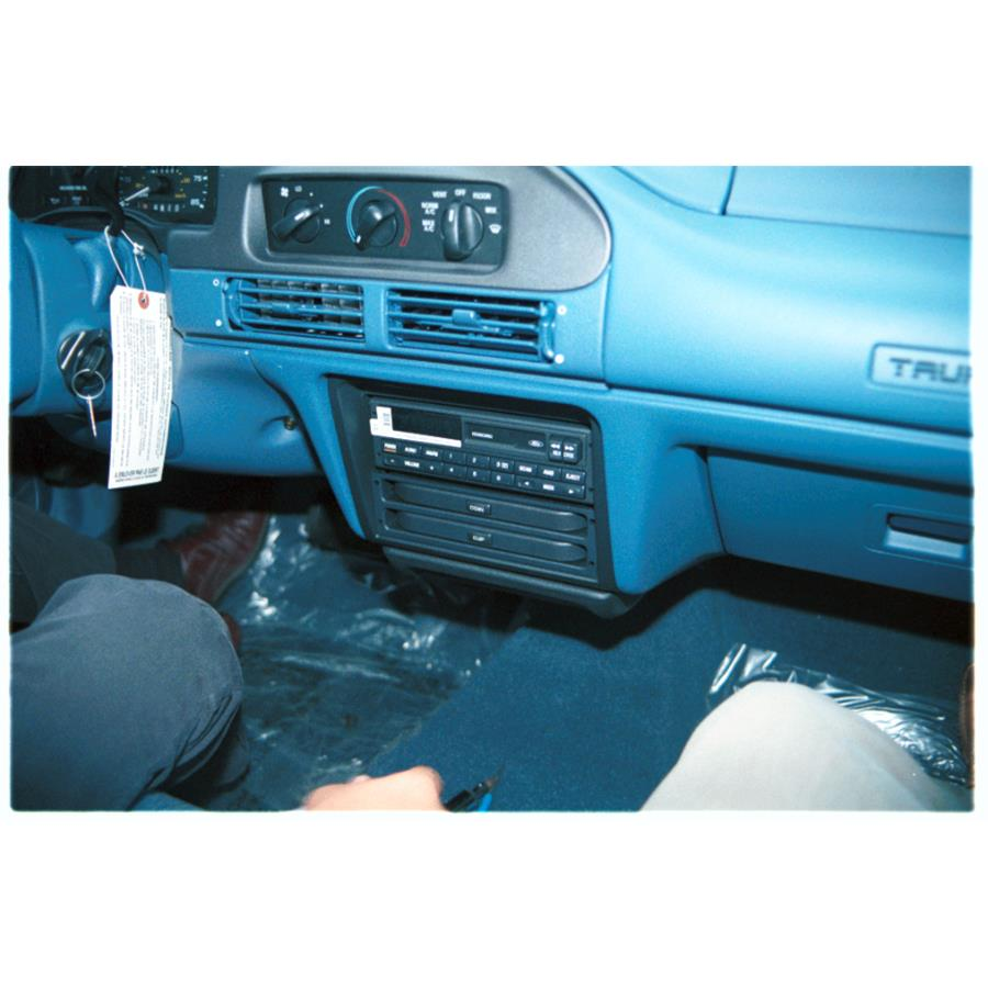 1995 Ford Taurus Factory Radio