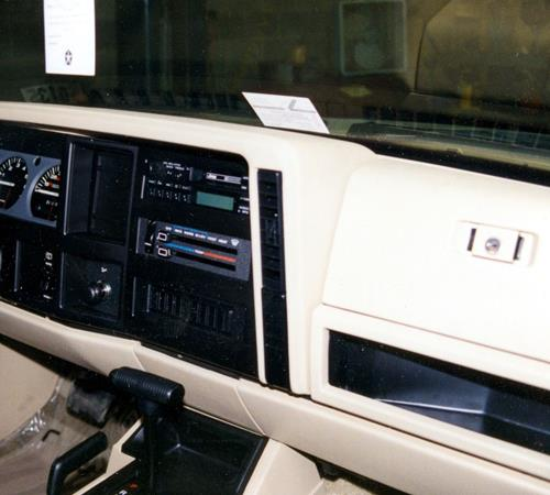 1987 Jeep J20 Factory Radio