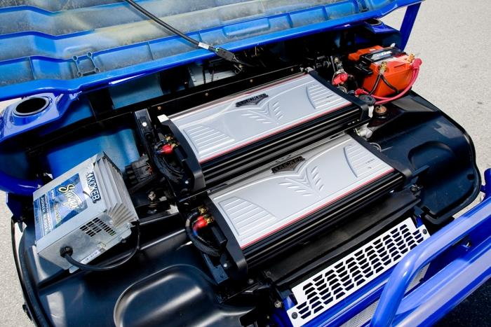 Stinger power and Kicker amps