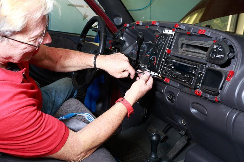 Gary Upgrades His 2001 Dodge Ramrhcrutchfieldca: 2000 Dodge Ram 2500 Touch Screen Radio At Gmaili.net