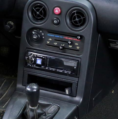 The Alpine CDE-HD149BT in the Miata's dash