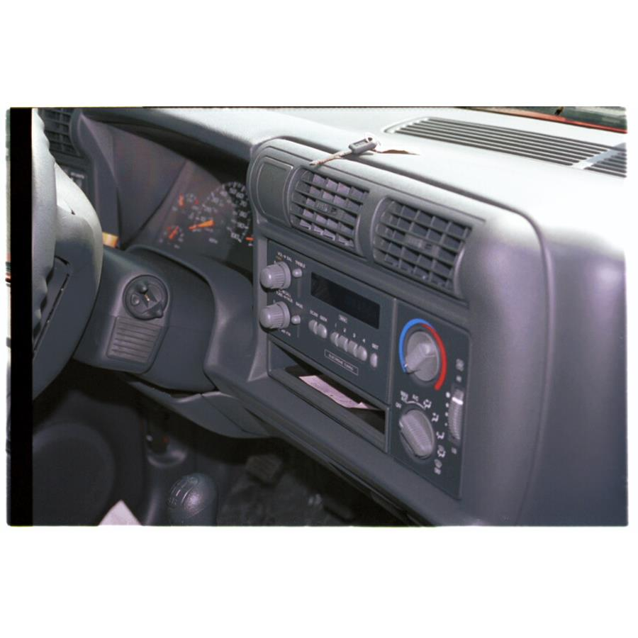 1997 Chevrolet Blazer Factory Radio