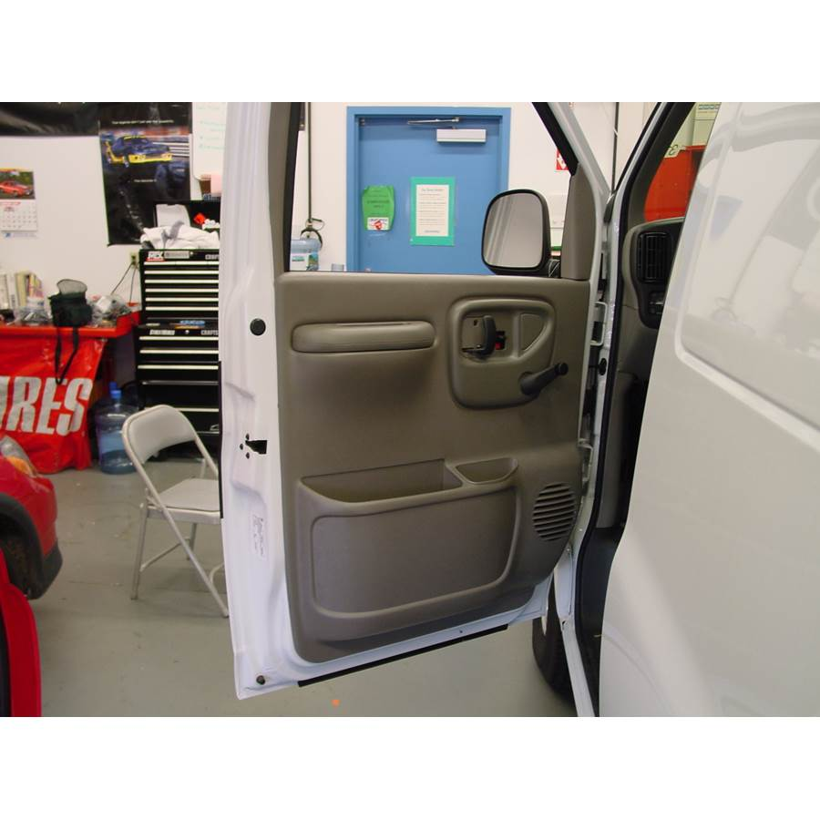 2001 Chevrolet Express Front door speaker location
