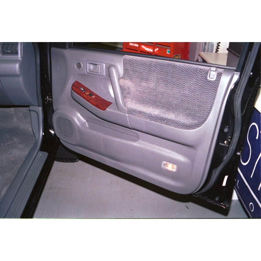 2001 Isuzu Rodeo Front door speaker location