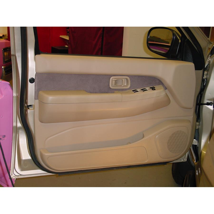 2004 Nissan Pathfinder SE Front door speaker location