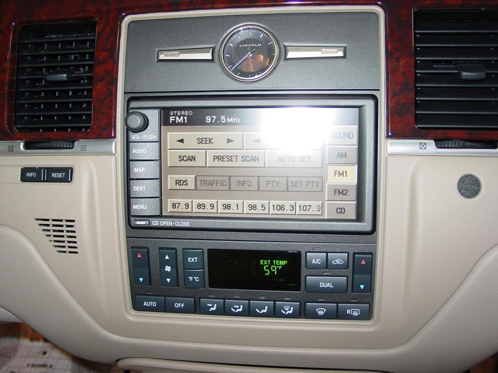 Lincoln Town Car radio