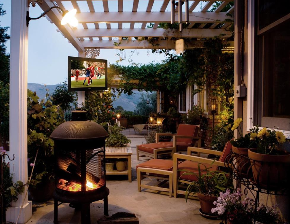 Outdoor TV setup with multi-zone receiver