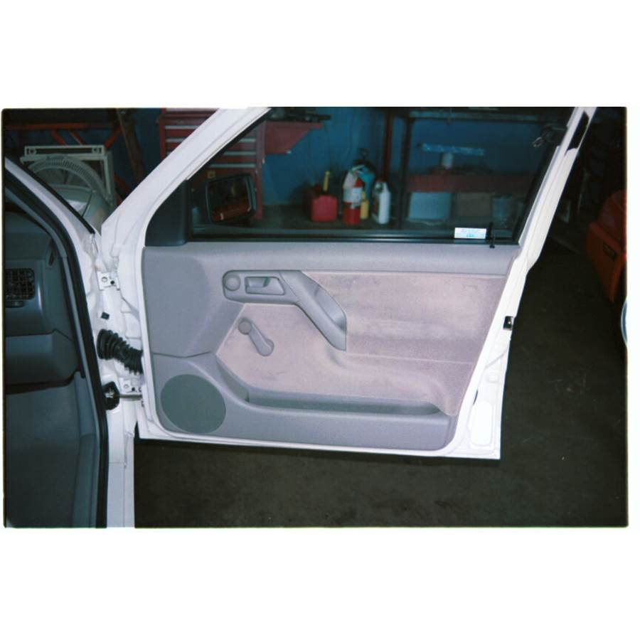 1997 Volkswagen Golf III Front door speaker location