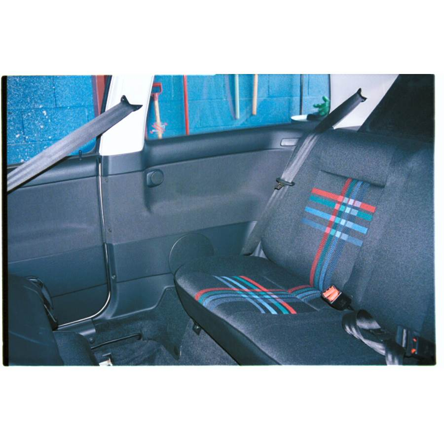 1997 Volkswagen Golf III Rear side panel speaker location