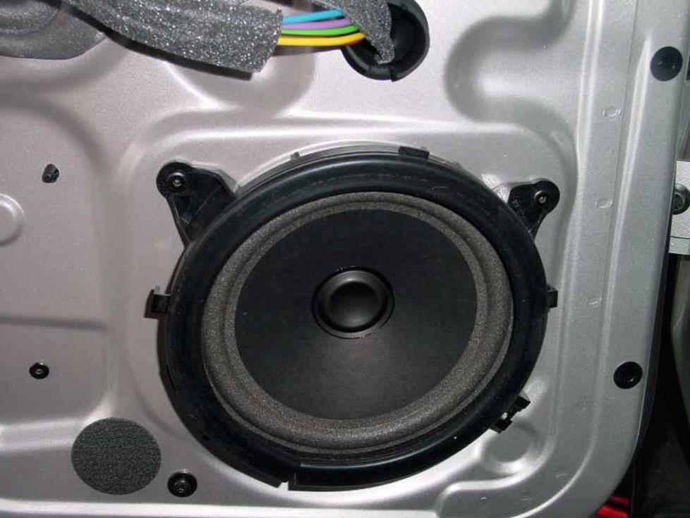 Volvo V70 rear door speaker