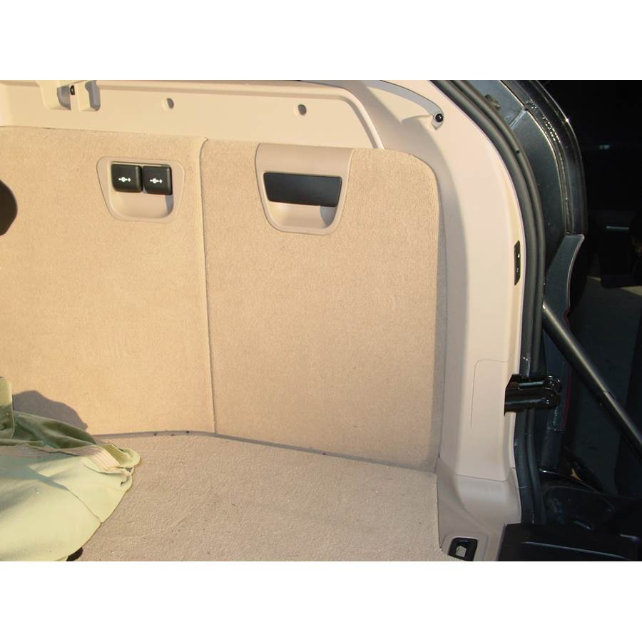 2005 BMW X5 Far-rear side speaker location