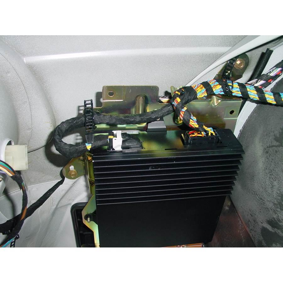 2000 BMW 5 Series Factory amplifier