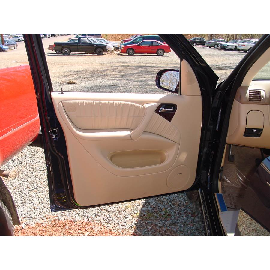 2000 Mercedes-Benz ML320 Front door speaker location