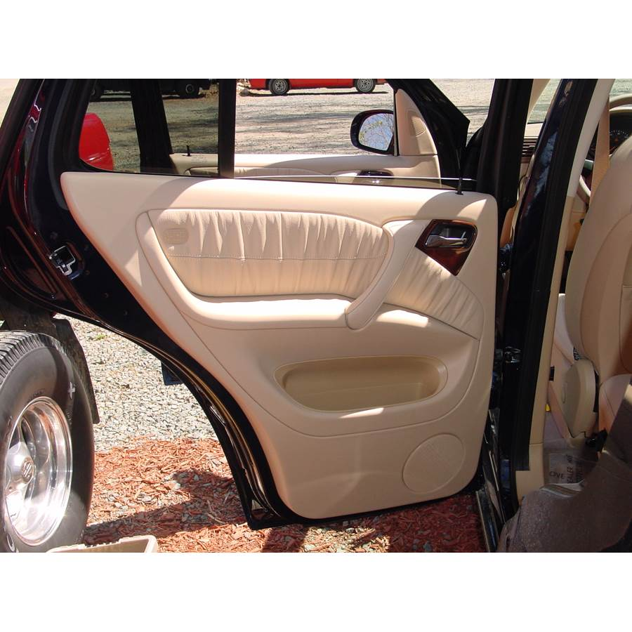 2000 Mercedes-Benz ML320 Rear door speaker location