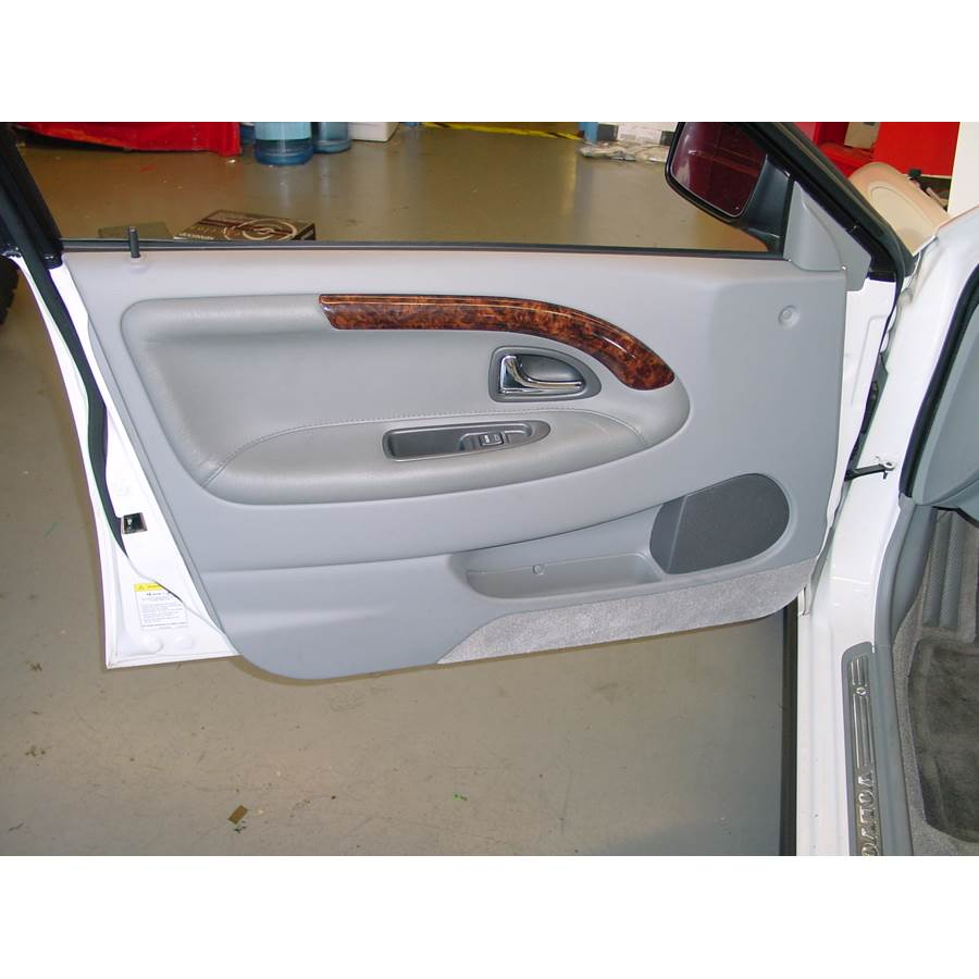 2001 Volvo V40 Front door speaker location