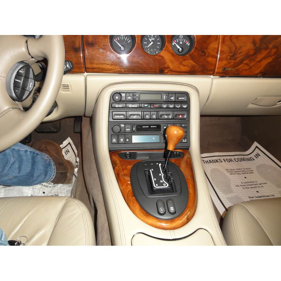 2001 Jaguar XK8 Factory Radio