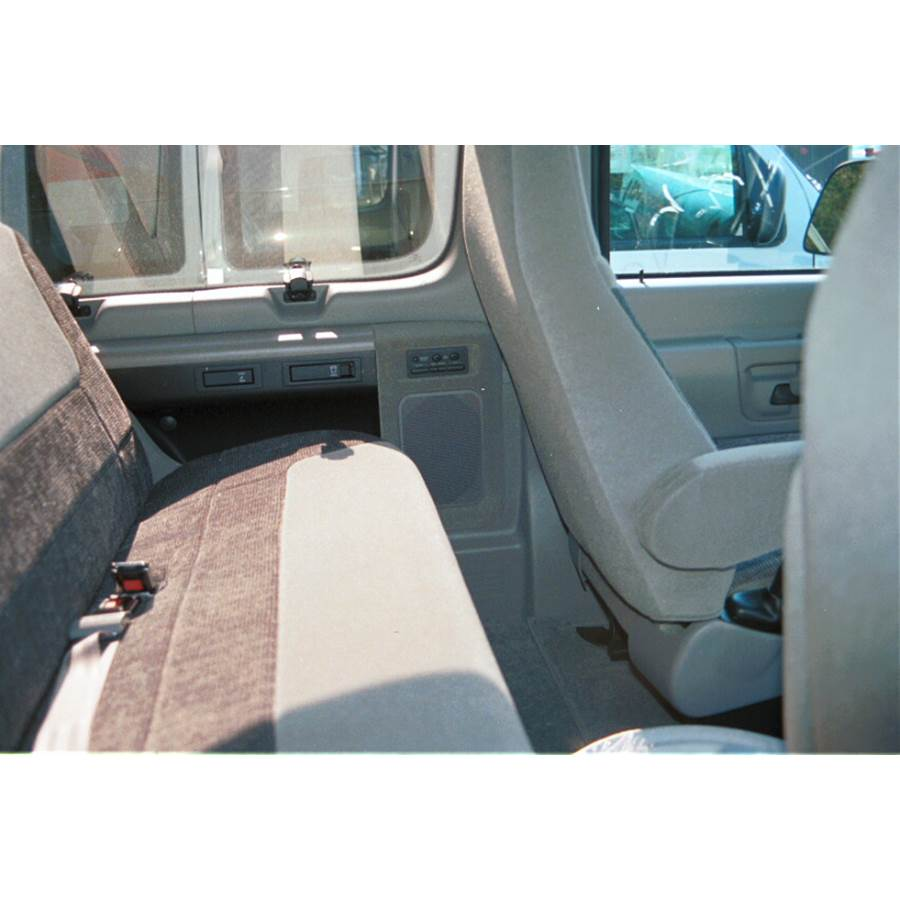 1997 Ford E Series Mid-rear speaker location