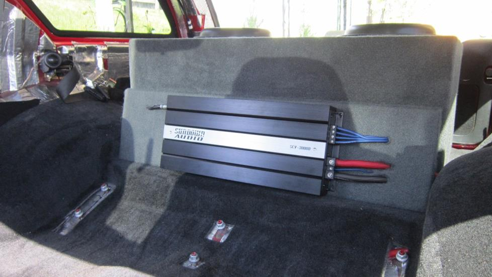 Thomas Y's 2004 Chevrolet Blazer with Sundown Audio amplifier