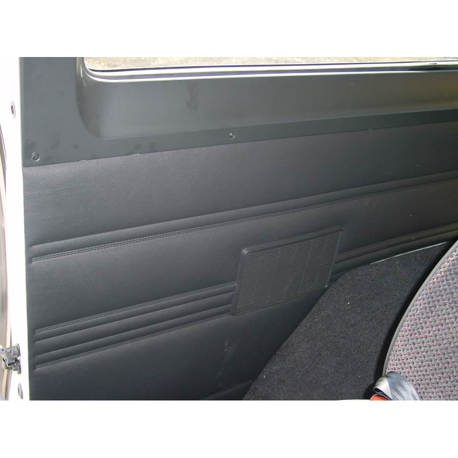 2003 Dodge Ram 3500 Mid-rear speaker location