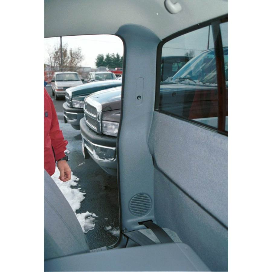 1999 Dodge Dakota Rear cab speaker location