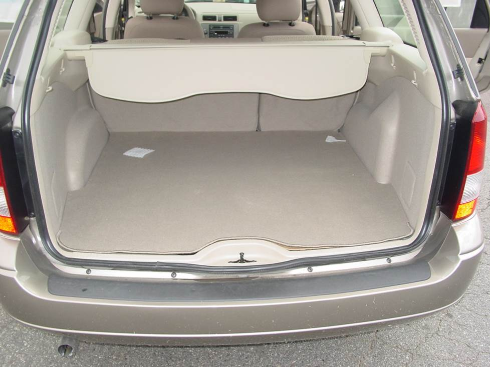 ford focus wagon cargo area