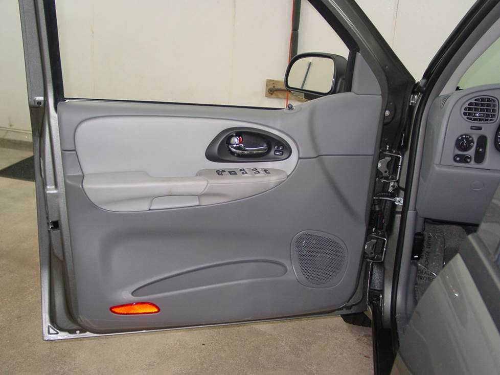chevy trailblazer front door