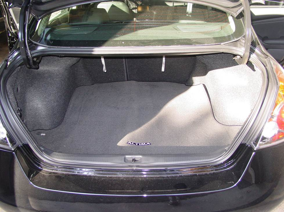 nissan altima trunk