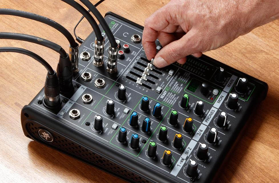 Adjusting a smal mixing board