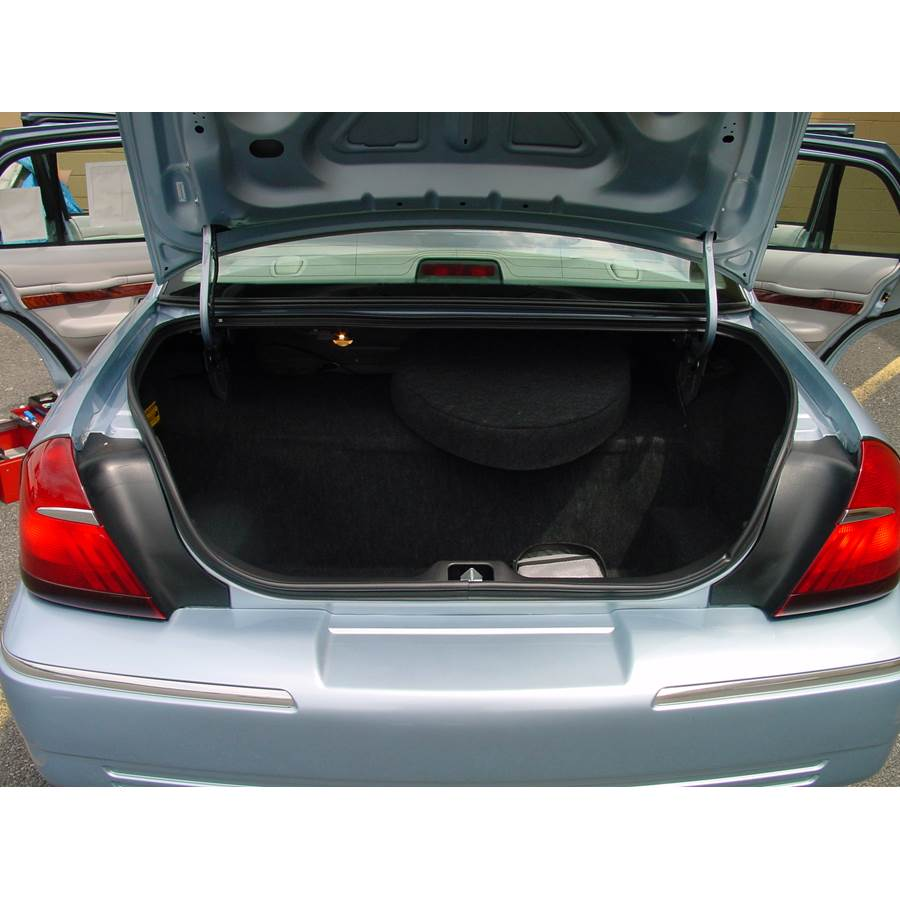 2000 Ford Crown Victoria Cargo space