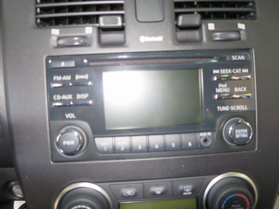 nissan leaf base radio