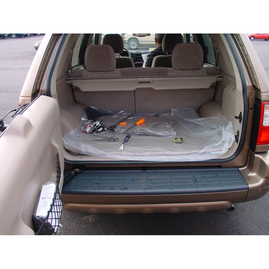 2001 Isuzu Rodeo Cargo space