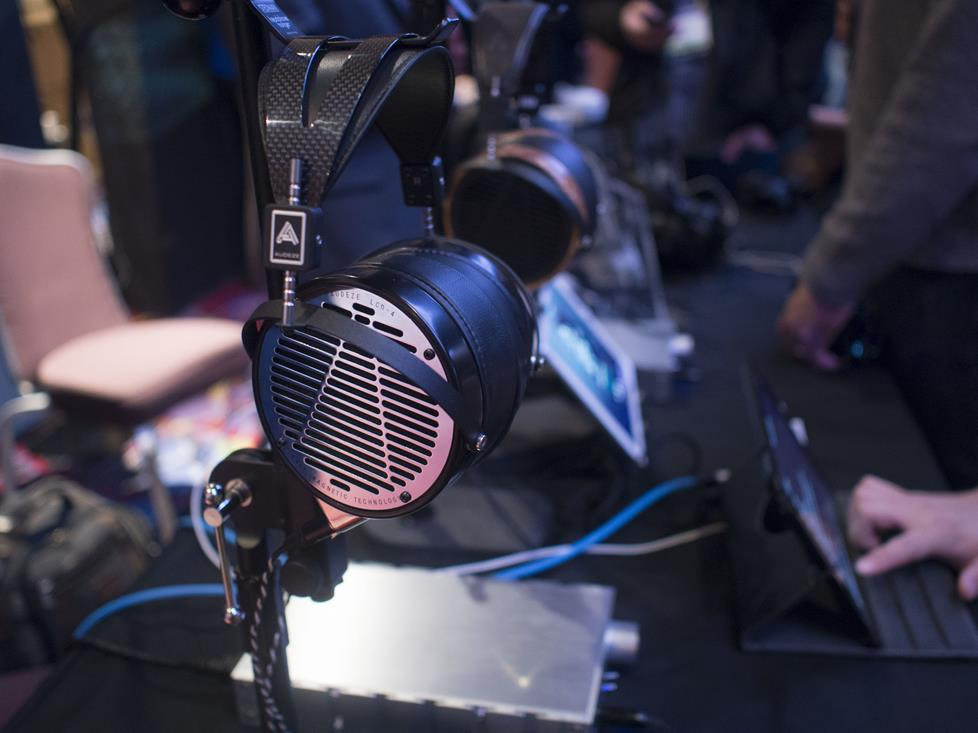 Audeze LCD-4 on display