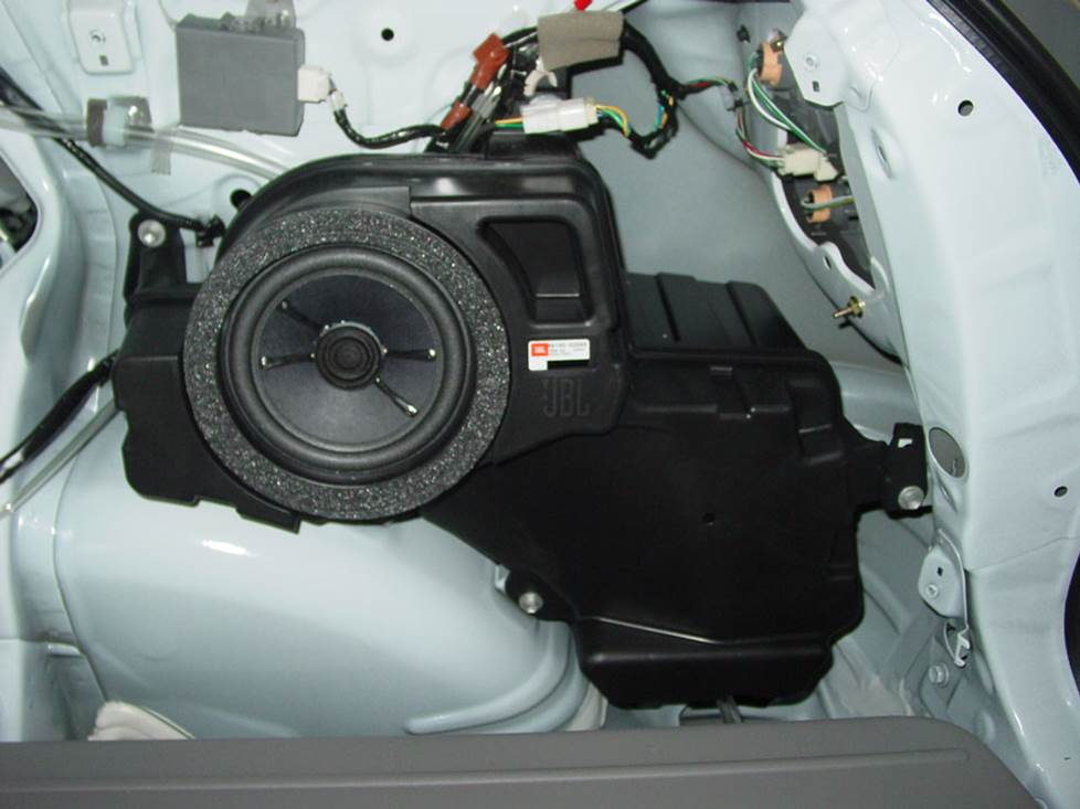 toyota matrix subwoofer