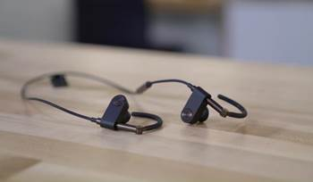 Video: B&O PLAY Beoplay EarSet in-ear headphones