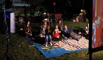 DIY backyard movie theatre guide