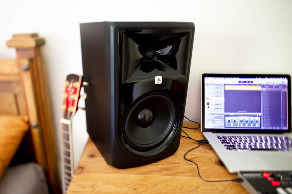 jbl studio monitors