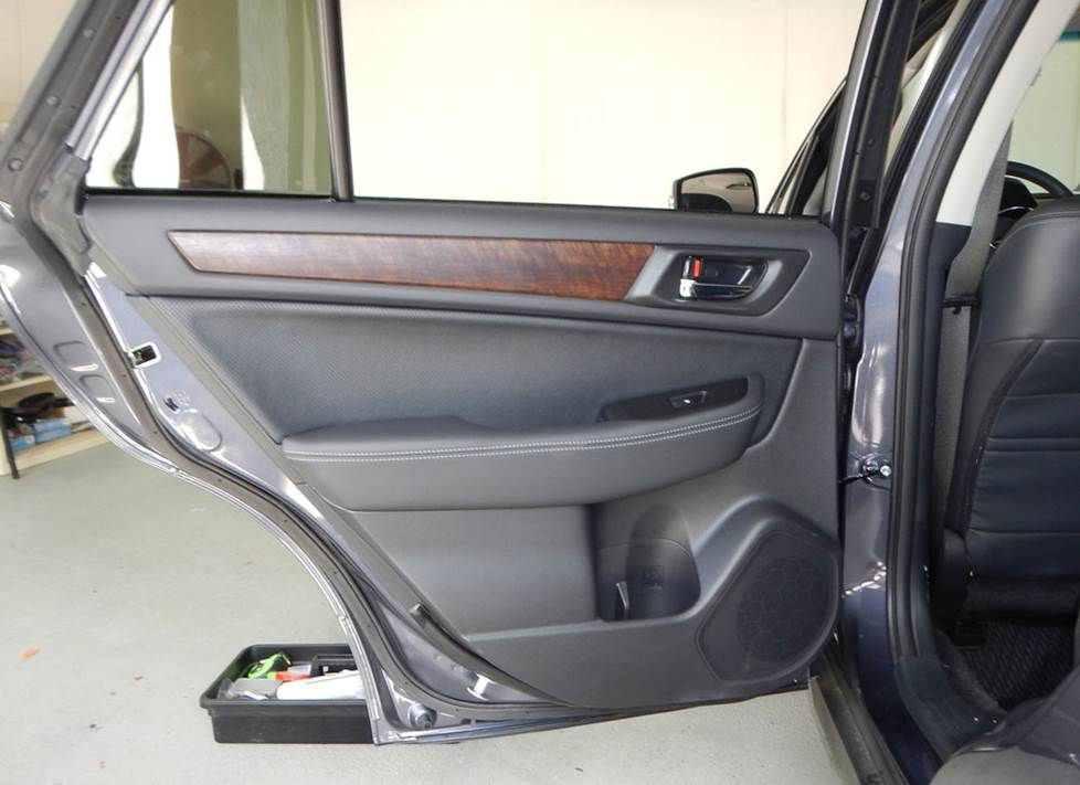 subaru outback rear door soeakers
