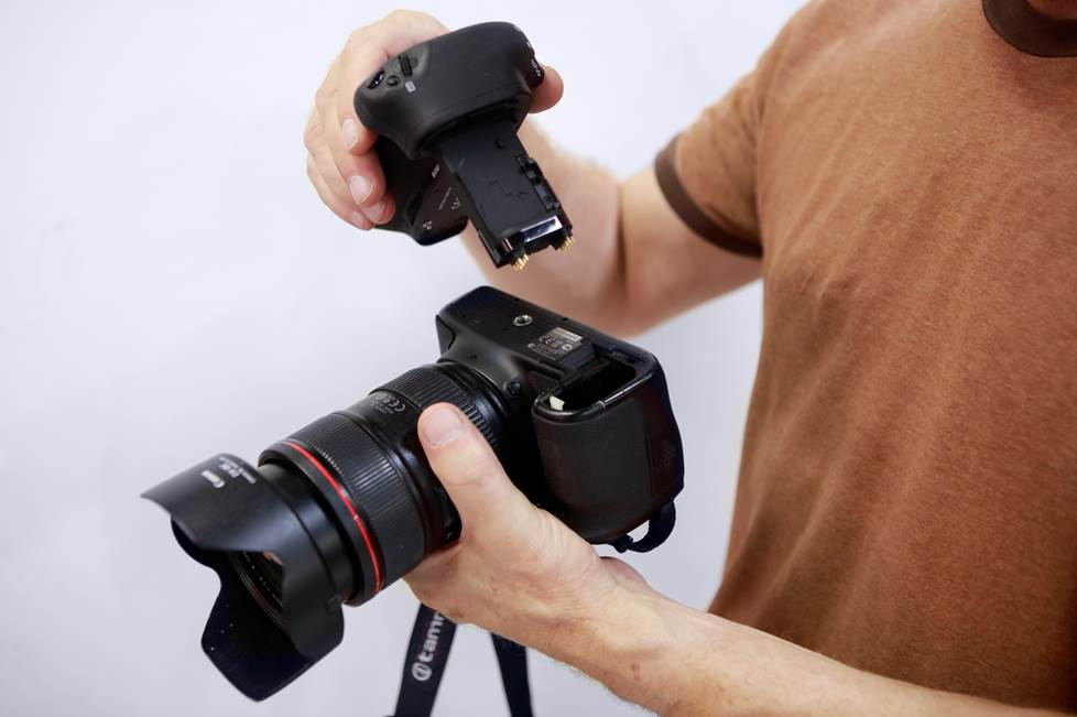 battery grips DSLR or mirrorless camera