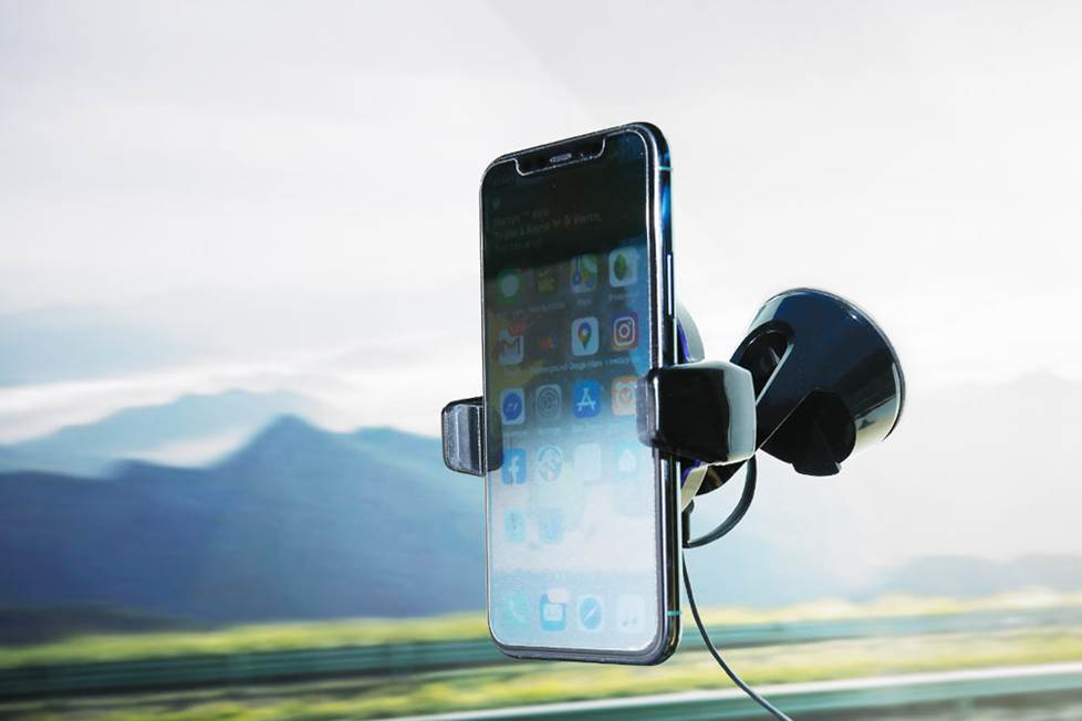 Scosche MagicGrip motorized phone mount with wireless charging