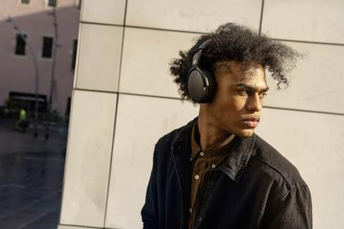 Man wearing Sennheiser HD 350BT