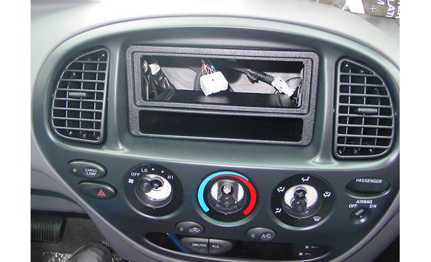 Metra 99-8207 In-dash Receiver Kit Kit installed without radio