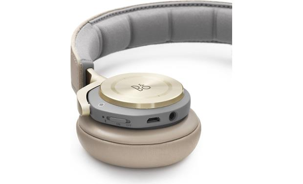 Bang & Olufsen Beoplay H8 Aluminum touch panel and connections