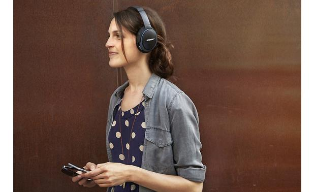 Bose® SoundLink® around-ear wireless headphones II Move around without wires