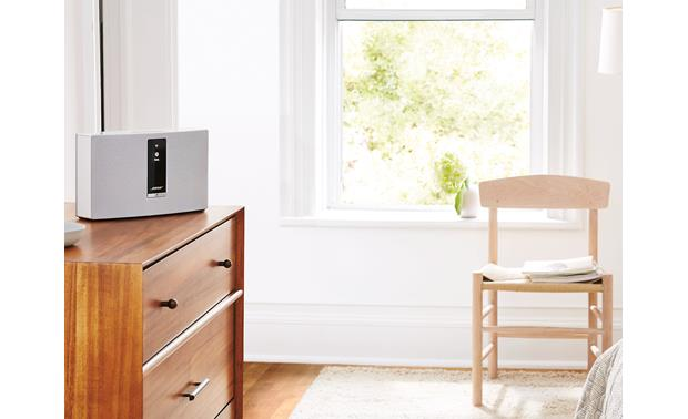 Bose® SoundTouch® 20 Series III wireless speaker White - ideal for medium-sized rooms