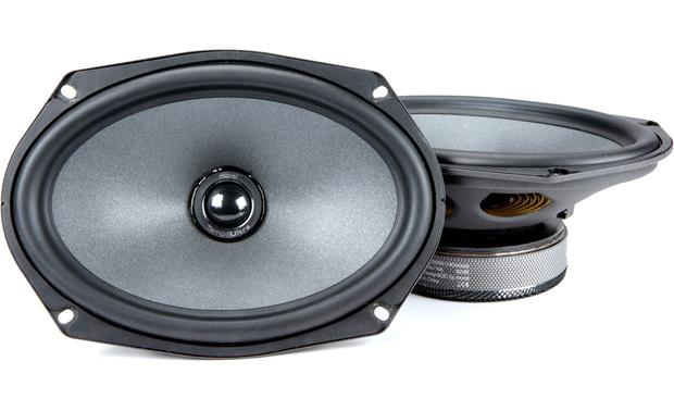 Morel Tempo Ultra 692 Integra Morel builds the Tempo Ultra Integra tweeter recessed in the woofer cone to improve imaging