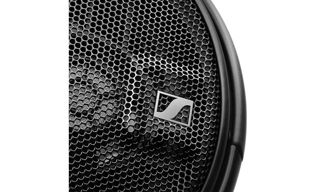 Sennheiser HD 660 S Open-air mesh grilles offer a glimpse of the drivers