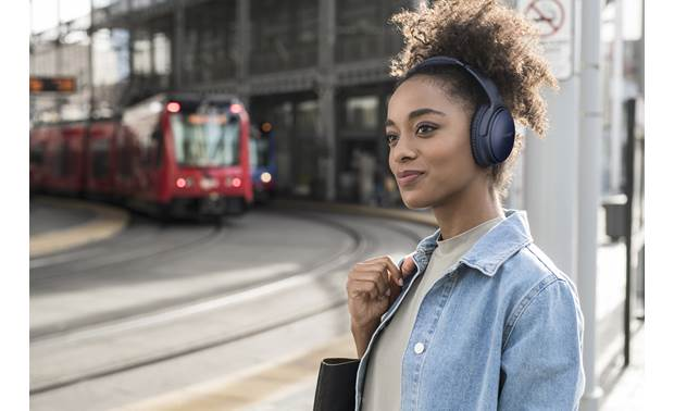 Bose® QuietComfort® 35 wireless headphones II World-class Bose noise cancellation that you can manually adjust