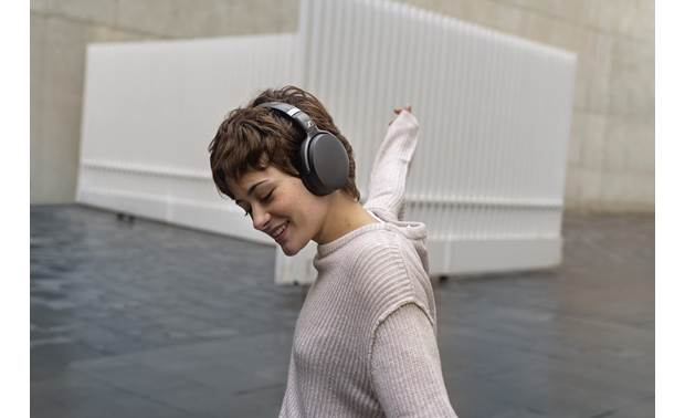 Sennheiser HD 450BT Active noise cancellation helps eliminate outside distractions